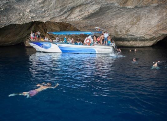 bañandose en la cueva azul - cabrera